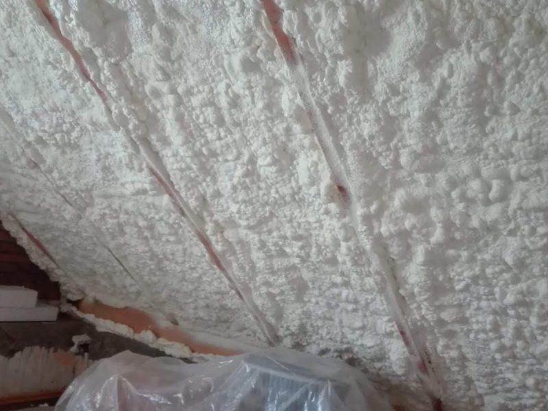 zateplení PUR pěnou stěny a stropy do rastru