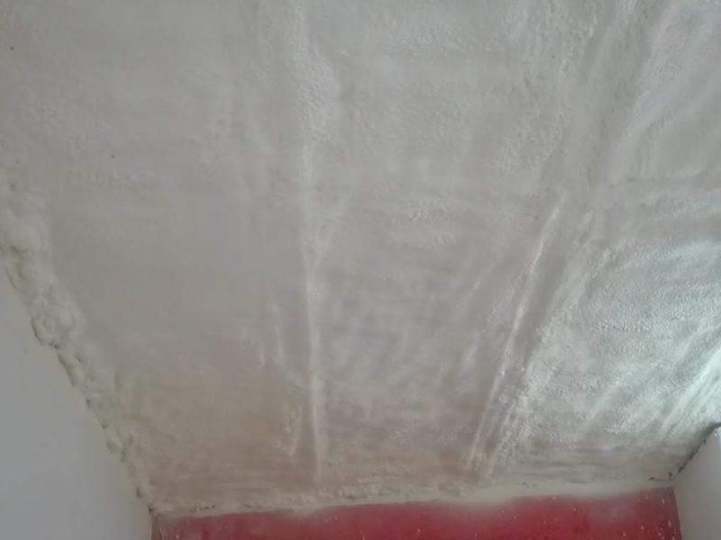 Izolace stropu polotvrdou pěnovou izolací